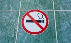 Петербуржцев будут штрафовать за курение в коммуналках и общежитиях