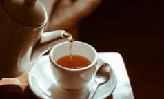 Эксперты выяснили, какой чай лучше поможет проснуться утром
