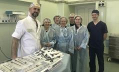 Детской больнице святой Марии Магдалины подарили миниатюрные инструменты для операций младенцам