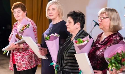 Почти 100 медсестер Петербурга получили награды к профессиональному празднику