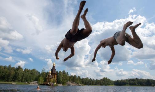 Эпидемиологи назвали озера Ленобласти, где можно купаться
