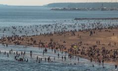 С начала лета в Петербурге утонули шестеро. Спасатели напомнили, как оказать помощь утопающим