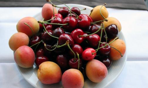 В черешне и абрикосах из магазинов нашли пониженное содержание витаминов