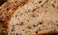 Эксперты рассказали, насколько мультизерновой хлеб полезнее обычного