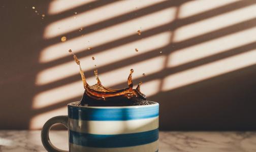 Ученые: чашка кофе перед сном не приведет к бессоннице