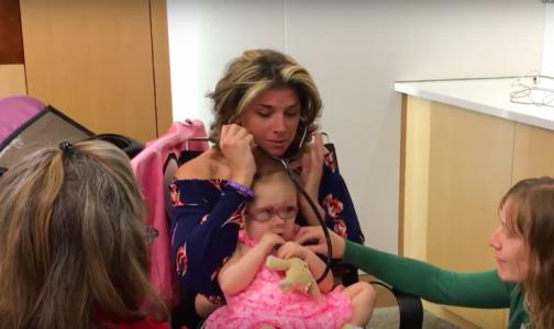 «Это самые лучшие звуки»: мама двухлетнего донора органов послушала сердце сына