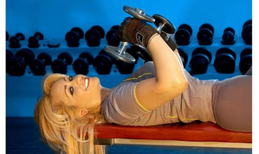 Роспотребнадзор: лучше заниматься спортом на улице, чем в подвальных фитнес-залах