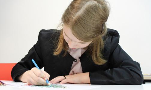 Специалисты назвали предельное время, которое школьники должны тратить на «домашку»