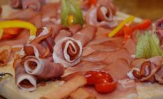 ВОЗ: любовь к колбасе бьет по здоровью не меньше алкоголя и сигарет
