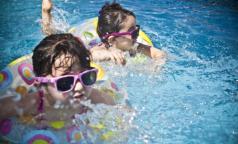 Дети в бассейне: как не превратить веселое развлечение в трагедию