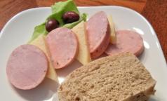 Профессор ИТМО рассказал, почему не надо бояться нитрита натрия в колбасе и сосисках