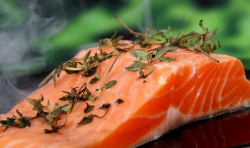 Врачи рассказали, какую рыбу нельзя есть беременным и детям