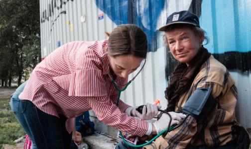 Петербургские медики, спасающие бездомных, нашли способ привлечь внимание горожан и организаций