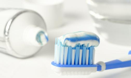 Главный стоматолог Петербурга исправил 10 ошибок, которые мы допускаем при чистке зубов