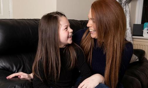 «Моя героиня»: маленькая девочка спасла маму благодаря обучающему видео на ютубе