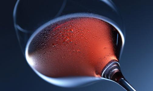 В Минздраве рассказали, каким алкоголем можно запивать новогодние салаты