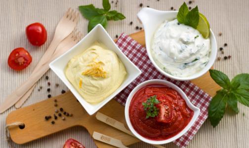 Петербургский повар рассказал, как сделать новогодний оливье без майонеза