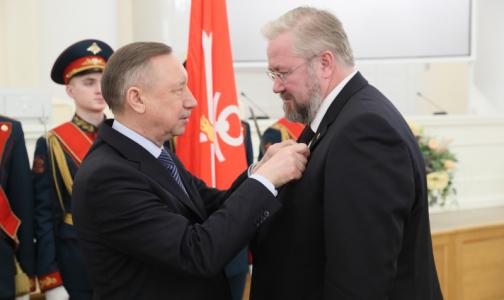 Губернатор Петербурга вручил медикам государственные награды