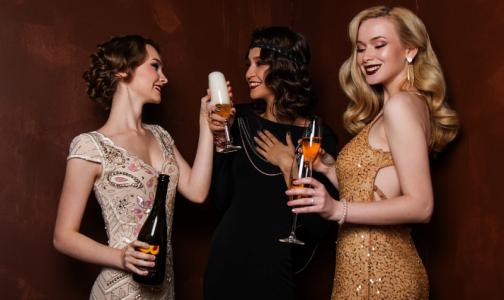 Врачи рассказали, какие травмы получают россияне из-за неудачно открытого шампанского и фейерверка