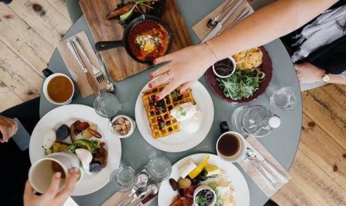 В Роспотребнадзоре назвали самые опасные ресторанные блюда