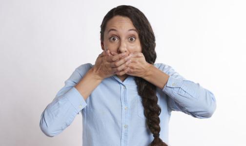 Минздрав сказал: «Всем молчать. Про коронавирус говорит Роспотребнадзор»