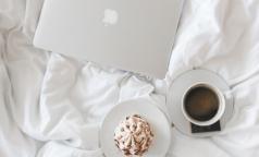 Сомнолог назвала самые вредные привычки перед сном