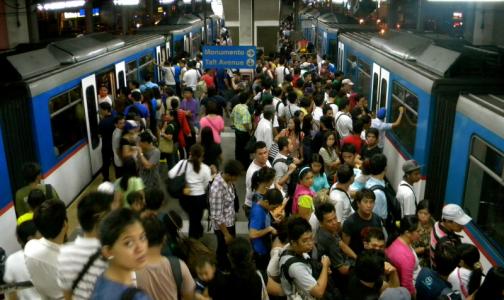Роспотребнадзор попросил россиян не ездить в общественном транспорте в час пик
