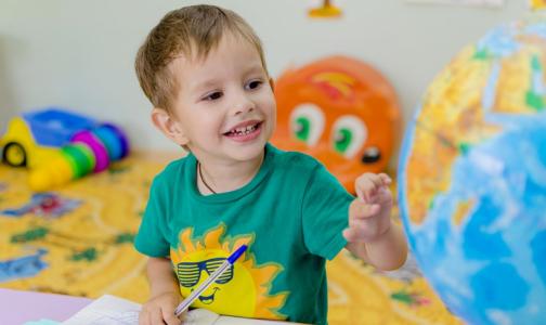 За детьми петербургских врачей и аптекарей, работающих на будущей неделе, присмотрят в детсадах