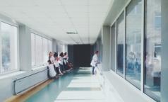 Медицинский десант: петербургских ординаторов бросают на борьбу с коронавирусом в регионах