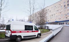 Карантин в больнице на тысячу коек. Вход и выход закрыты для врачей, медсестер и пациентов