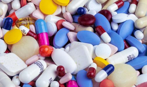 Опрос: Большинство врачей считает, что в результате девальвации рубля снизится доступность лекарств