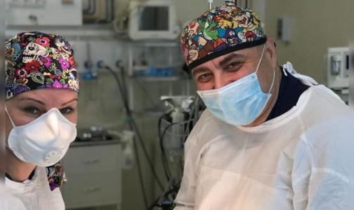 «Мы работаем ради вас». Петербургские больницы превратились в дома для врачей и пациентов