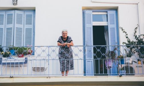 Петербуржцам в возрасте 65+ продлевают упрощенное оформление больничного до 30 апреля