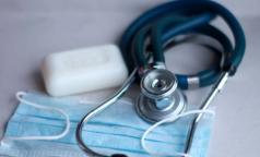 Петербуржцев с легким течением COVID-19 будут выписывать из больниц и лечить на дому