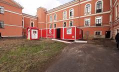 """Санпропускник во дворе. В больнице Семашко готовы встречать """"коронавирусных"""" пациентов"""