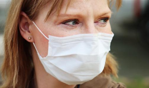 Пенсионеры и малообеспеченные петербуржцы получат деньги на защитные маски и перчатки