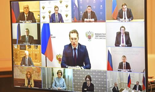 «Не надо ни на кого ничего перекладывать». Путин пожурил главу Минздрава за неразбериху с выплатами медикам