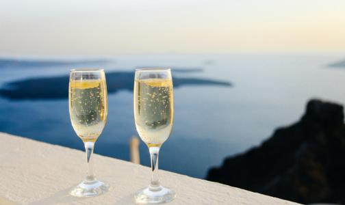 Эксперты: На изоляции петербуржцы пили меньше и «качественнее»