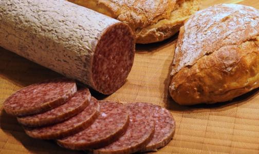 Эксперт назвал ингредиент, который указывает на низкое качество колбасы