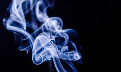 Директор НИИ фтизиопульмонологии: Курильщики в 1,4 раза чаще тяжело болеют COVID-19