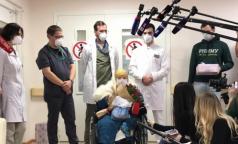 100-летняя москвичка победила коронавирус. Из больницы женщину выписали в ее день рождения