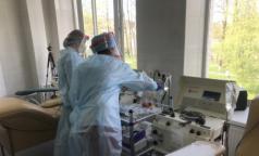 После лечения плазмой одного петербуржца уже выписали домой, двое - выздоравливают