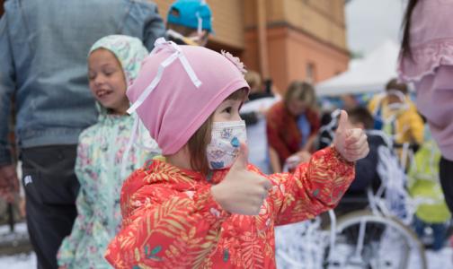 Акция «Белый цветок» продолжается: Детский хоспис подарит символы признательности врачам