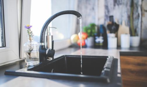 Роскачество сравнило водопроводную и бутилированную воду