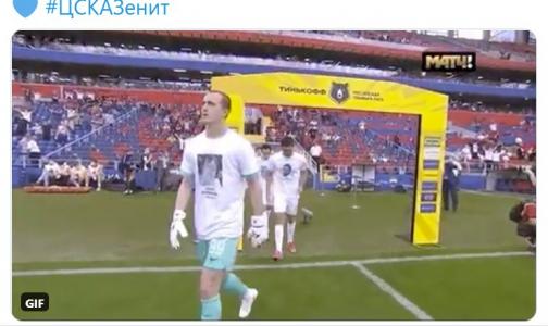 «Зенит» вышел на матчв футболках с портретами медиков, умерших во время эпидемии ковида