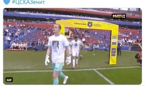«Зенит» выходит на поле в футболках с портретами умерших медиков до конца футбольного сезона