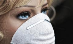 ВОЗ признала: маски надо носить в транспорте и в магазинах