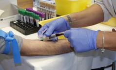 Плазму переболевших коронавирусом петербуржцев получили около 40 пациентов