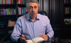 Доктор Комаровский рассказал, как спастись от жары с помощью шарфа