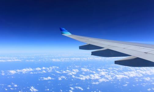 Опытный путешественник рассказал, к каким проблемам со здоровьем приведет сон в самолете